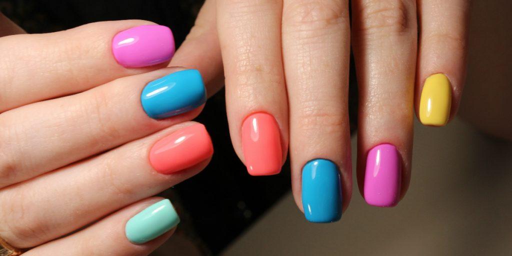 Skittles manicure Esempio