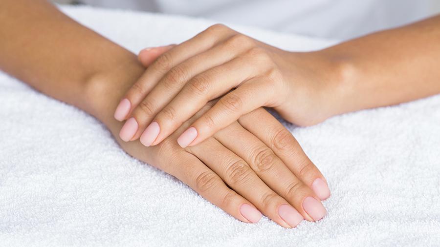 fresa-nude-manicure